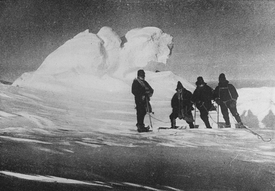 Shackleton visits Minnesota in winter.